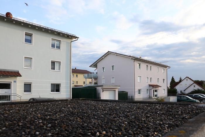 Mehrfamilienhaussiedlung mit Laibungslüftern